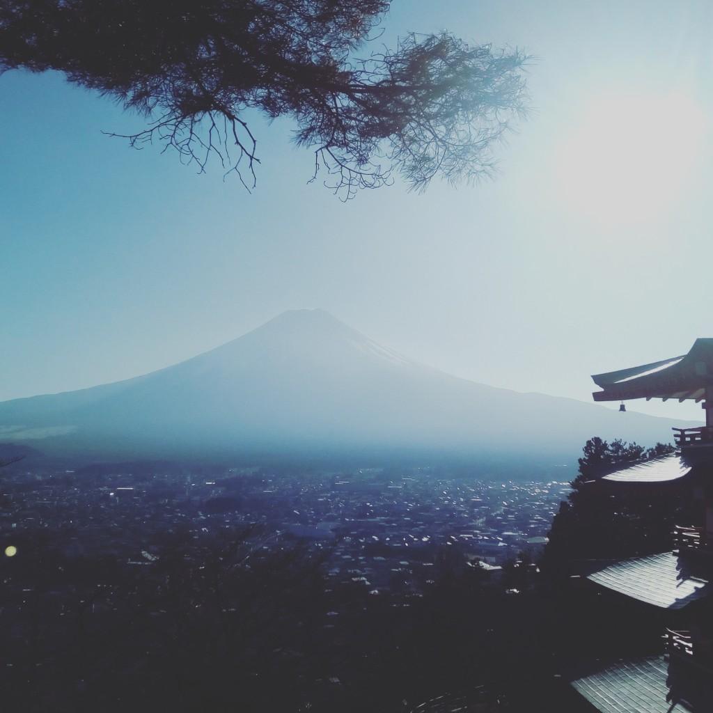 富士吉田市 忠霊塔からの富士山