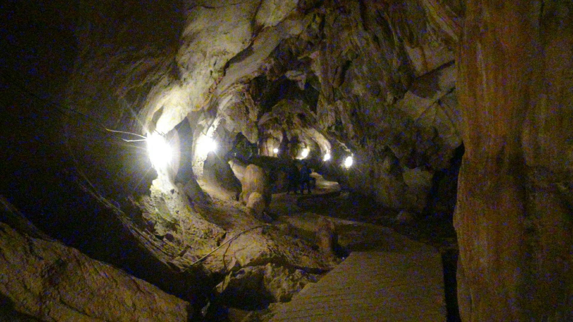 タムチャン洞窟バンビエン
