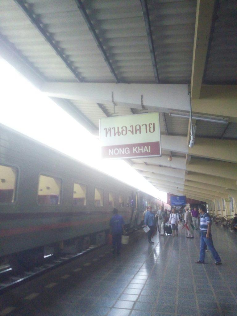バンコク ノンカーイ 列車